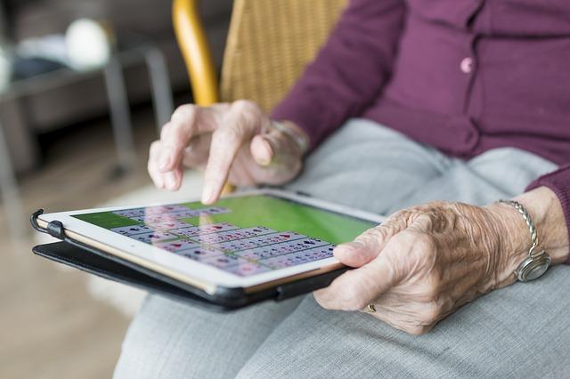 atividades idosos tecnologia